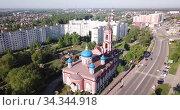 Aerial view of cityscape of Russian city of Orekhovo-Zuyevo overlooking Cathedral of Nativity of Blessed Virgin. Стоковое видео, видеограф Яков Филимонов / Фотобанк Лори