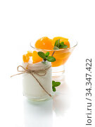 Купить «homemade sweet yogurt with slices of pickled peaches in a glass jar», фото № 34347422, снято 3 мая 2020 г. (c) Peredniankina / Фотобанк Лори