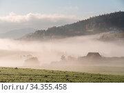 Купить «Leuchtendes Böhmerwaldgebiet zeigt sich im Herbst mit Nebel bedeckt...», фото № 34355458, снято 6 августа 2020 г. (c) easy Fotostock / Фотобанк Лори