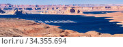 Panorama of Lake Powell in desert Landscape and yacht Marinas recreation... Стоковое фото, фотограф Zoonar.com/Vichie81 / easy Fotostock / Фотобанк Лори