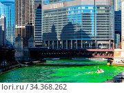 Chicago Skylines building along green dyeing river of Chicago River... Стоковое фото, фотограф Zoonar.com/Vichie81 / easy Fotostock / Фотобанк Лори