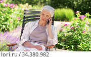 happy senior woman calling on phone at garden. Стоковое видео, видеограф Syda Productions / Фотобанк Лори