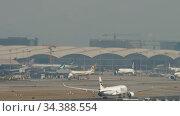 Airplane departure from International Airport, Hong Kong. Редакционное видео, видеограф Игорь Жоров / Фотобанк Лори