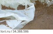 White plastic bag floating in sea water. Стоковое видео, видеограф Ints VIkmanis / Фотобанк Лори