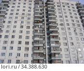 Семнадцатиэтажный десятиподъездный панельный жилой дом серии П-44, построен в 1990 году. Хабаровская улица, 2. Район Гольяново. Город Москва (2010 год). Стоковое фото, фотограф lana1501 / Фотобанк Лори