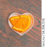 Apfelsine in einer weißen Schale für die Food Fotografie Orange in... Стоковое фото, фотограф Zoonar.com/Volker Schlichting / easy Fotostock / Фотобанк Лори