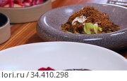 Restaurant kitchen - served juicy steak on white plate. Стоковое видео, видеограф Константин Шишкин / Фотобанк Лори