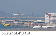Airliner landing at International Airport, Hong Kong. Редакционное видео, видеограф Игорь Жоров / Фотобанк Лори