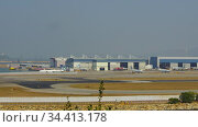 Traffic at Chek Lap Kok airport, time lapse (2019 год). Редакционное видео, видеограф Игорь Жоров / Фотобанк Лори