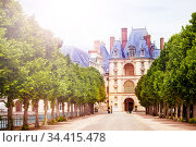 Gates of Fontainebleau palace from garden, France (2017 год). Стоковое фото, фотограф Сергей Новиков / Фотобанк Лори