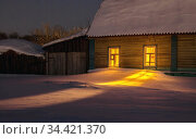 Glowing windows in wooden houses in a Russian village not at night in winter. Стоковое фото, фотограф Акиньшин Владимир / Фотобанк Лори