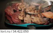 Raw pork liver cooking in iron grill pan. Стоковое видео, видеограф Яков Филимонов / Фотобанк Лори
