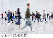 Viele anonyme Geschäftsleute auf Business Messe oder Konferenz. Стоковое фото, фотограф Zoonar.com/Robert Kneschke / age Fotostock / Фотобанк Лори