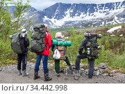 Group of Caucasian hikers looking at summit range before starting their hiking route, mountaineering in snow mountains. Стоковое фото, фотограф Кекяляйнен Андрей / Фотобанк Лори