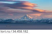 Вулкан Вилючинский на закате дня. Стоковое фото, фотограф Александр Максин / Фотобанк Лори