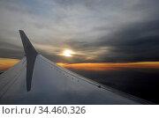 Flugzeug flug flügel flugzeugflügel jet düsenjet himmel wolke wolkenhimmel... Стоковое фото, фотограф Zoonar.com/Volker Rauch / easy Fotostock / Фотобанк Лори