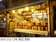 The pickles shop in the Ramadan Bazaar. Istanbul (2016 год). Редакционное фото, фотограф Serg Zastavkin / Фотобанк Лори
