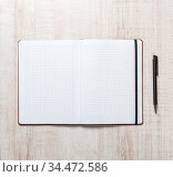 Blank notepad with pen on office wooden table. Стоковое фото, фотограф Zoonar.com/Ruslan Gilmanshin / age Fotostock / Фотобанк Лори