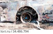 Burned bus at the side of the road, rim, Botswana. Стоковое фото, фотограф Zoonar.com/Micha Klootwijk / age Fotostock / Фотобанк Лори