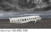 The abandoned wreck of a US military plane on Solheimasandur beach... Стоковое фото, фотограф Zoonar.com/Micha Klootwijk / age Fotostock / Фотобанк Лори