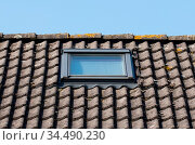 Modern dormer on a black tiled roof. Стоковое фото, фотограф Zoonar.com/Micha Klootwijk / age Fotostock / Фотобанк Лори