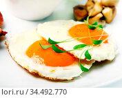 Fried eggs and verdure. Стоковое фото, фотограф Zoonar.com/Sergejs Rahunoks / easy Fotostock / Фотобанк Лори
