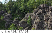 Скалы Каменный Водопад на горе Круглая в Белокурихе на Алтае / Aerial video of Stone Waterfall, picturesque rock massif on the Kruglaya mountain near the town resort Belokorikha in Altai. Стоковое видео, видеограф Serg Zastavkin / Фотобанк Лори