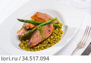 Duck breast with green pea and asparagus. Стоковое фото, фотограф Яков Филимонов / Фотобанк Лори