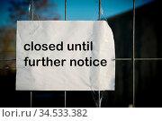 Schild an einem Zaun mit der Aufschrift. Стоковое фото, фотограф Zoonar.com/Heiko Kueverling / easy Fotostock / Фотобанк Лори