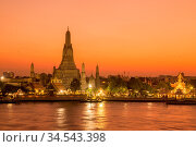 The Wat Arun Temple on the Chao Phraya River in the city of Bangkok... Стоковое фото, фотограф Zoonar.com/URS FLUEELER / age Fotostock / Фотобанк Лори