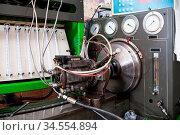 Close-up high pressure diesel fuel pump test bench on work. Стоковое фото, фотограф Zoonar.com/Ian Iankovskii / easy Fotostock / Фотобанк Лори