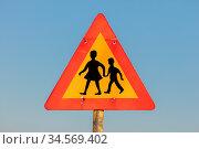 Iceland: warning sign of children crossing street from school. Стоковое фото, фотограф Zoonar.com/Micha Klootwijk / age Fotostock / Фотобанк Лори