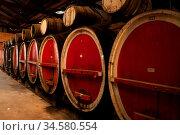Wine barrels aging wine in Rutherglen, Victoria, Australia. Стоковое фото, фотограф Zoonar.com/Chris Putnam / easy Fotostock / Фотобанк Лори