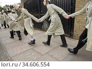 Purim Jewish celebrations in Stamford Hill. Children and adults celebrate... (2019 год). Редакционное фото, фотограф Julio Etchart / age Fotostock / Фотобанк Лори