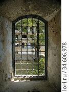 Window in Lower Govhar Aga mosque in Shushi town. After armenian ... Стоковое фото, фотограф Andre Maslennikov / age Fotostock / Фотобанк Лори
