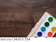 Palette with paint and brush on the wooden table background. Стоковое фото, фотограф Zoonar.com/Ruslan Ropat / age Fotostock / Фотобанк Лори