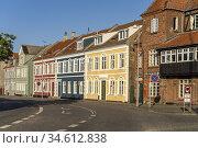Bunte Häuser in der Innenstadt von Rudköbing, Insel Langeland, Dänemark... Стоковое фото, фотограф Peter Schickert / age Fotostock / Фотобанк Лори