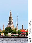 Landscape of Wat Arun or Temple of dawn located at Chaophraya river... Стоковое фото, фотограф Zoonar.com/Vichaya Kiatying-Angsulee / easy Fotostock / Фотобанк Лори