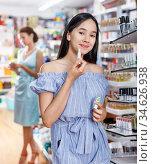 Girl testing new lipstick in cosmetics shop. Стоковое фото, фотограф Яков Филимонов / Фотобанк Лори