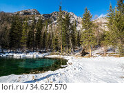 Blue geyser lake in Altay mountains. Стоковое фото, фотограф Юлия Белоусова / Фотобанк Лори