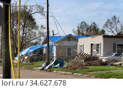 Lake Charles, Louisiana. USA - September 6, 2020:  Hurricane Laura. Destruction from strong winds. Rubbish, broken wires, damaged roofs. Стоковое фото, фотограф Ирина Кожемякина / Фотобанк Лори