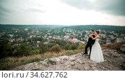 Wedding couple posing for the camera on the hump. Стоковое фото, фотограф Zoonar.com/Oleksii Hrecheniuk / age Fotostock / Фотобанк Лори