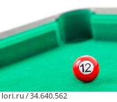 Snooker balls on a green snooker table. Стоковое фото, фотограф Zoonar.com/Micha Klootwijk / age Fotostock / Фотобанк Лори