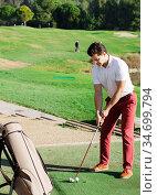 Male golfer at golf course. Стоковое фото, фотограф Яков Филимонов / Фотобанк Лори