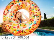 Nice girl in sunglasses hold inflatable doughnut. Стоковое фото, фотограф Сергей Новиков / Фотобанк Лори
