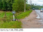 Автоматизированный комплекс фото и видеоконтроля скорости. Передвижная камера на обочине дороги. Редакционное фото, фотограф Александр Щепин / Фотобанк Лори