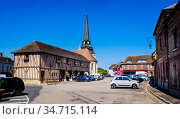 General view of the Place du General Chretien, Harcourt, Normandy... Стоковое фото, фотограф Andrew Wilson / age Fotostock / Фотобанк Лори
