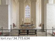 Innenraum der St. Hans Kirke im Hauptort Stege, Insel Mön, Dänemark... Стоковое фото, фотограф Peter Schickert / age Fotostock / Фотобанк Лори