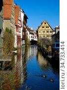 Huebsche Fachwerkhaeuser am Fluss Blau im historischen Ulmer Fischerviertel... Стоковое фото, фотограф Zoonar.com/Bernhard Kuh / easy Fotostock / Фотобанк Лори