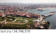 Day aerial cityscape of Gijon coast with sand beach, Spain. Стоковое видео, видеограф Яков Филимонов / Фотобанк Лори
